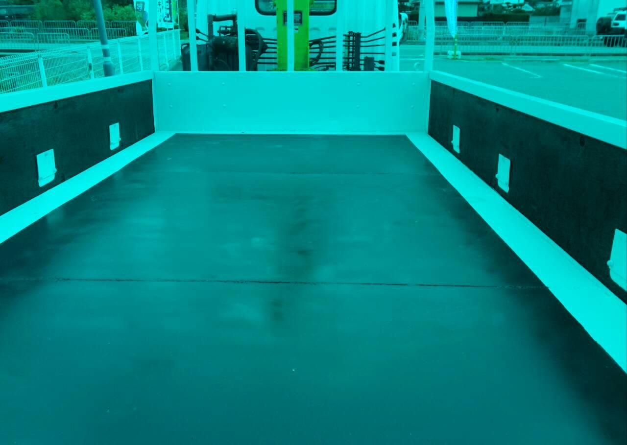完成したトラックの荷台 床鉄板 TRUCK123