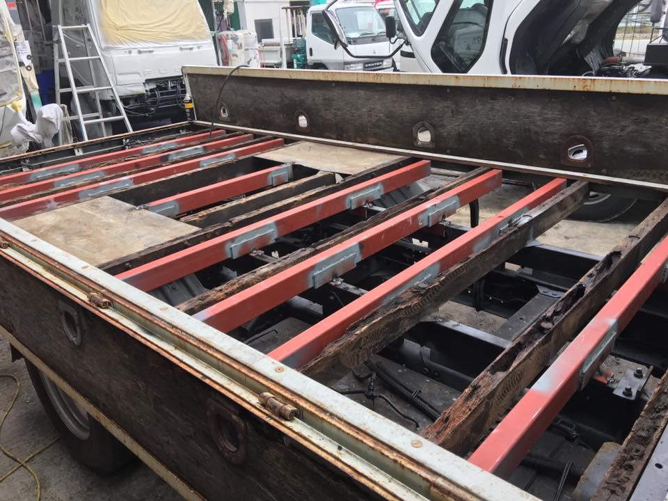 横ネタ・床の修理と床鉄板の架装 平ボディトラック4