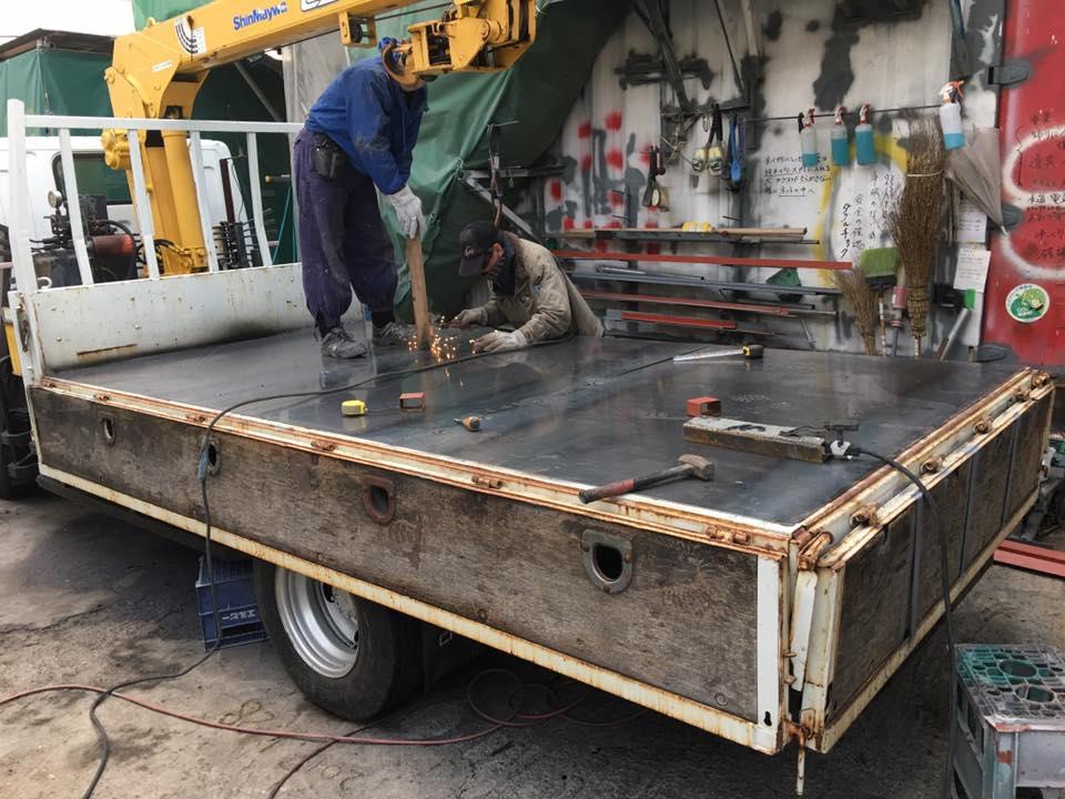 横ネタ・床の修理と床鉄板の架装 平ボディトラック9