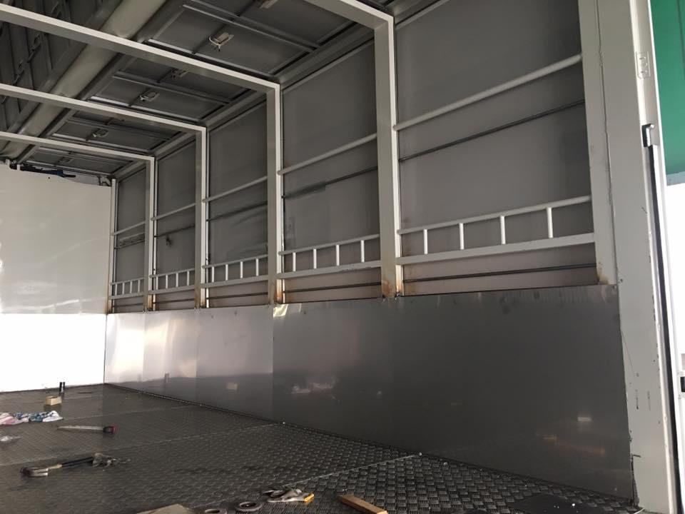 家畜運搬車の製造の流れ(床:アルミ・スロープ:ステンレス)8