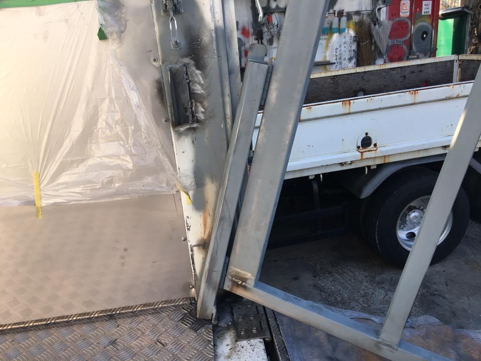 家畜運搬車のスロープ(ゲート)の柵(暴れ止め)5