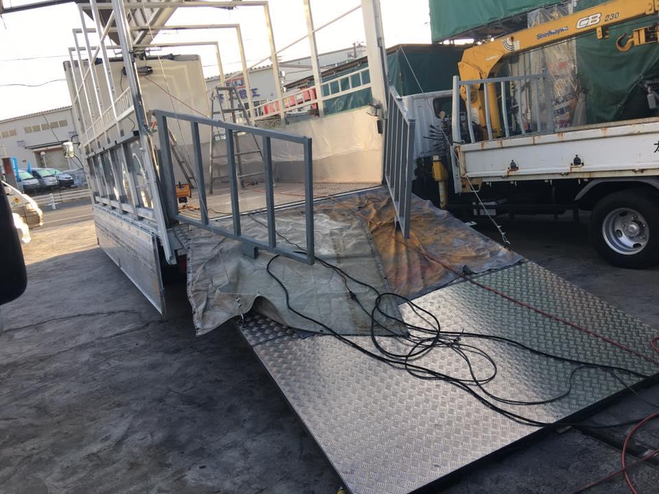家畜運搬車のスロープ(ゲート)の柵(暴れ止め)7