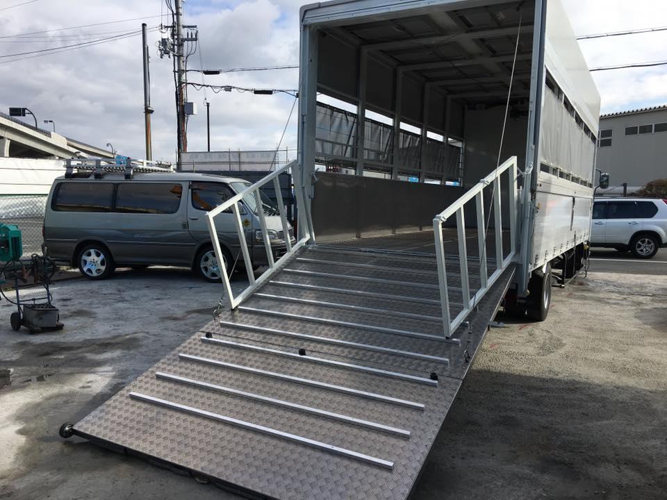 家畜運搬車の製造の流れ(床:アルミ・スロープ:ステンレス)21